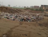 قارئ يشكو من انتشار القمامة داخل الكتلة السكنية فى قرية مجيريا بالمنوفية