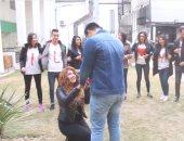 فيديو وصور.. حقيقة تقدم فتاة تونسية لخطبة صديقها بالشارع بمناسبة عيد الحب