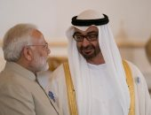 محمد بن زايد ينشر صورته خلال استقباله الرئيس الهندى بالإمارات