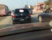 قارئ يرصد سيارة بدون لوحات معدنية على طريق بلبيس فى الزقازيق