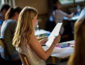 دعوة للتلفزيون الفرنسى لعرض البرامج الإنجليزية بالترجمة لتحسين أداء الطلاب