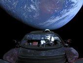 سيارة إيلون ماسك تحلق بالقرب من المريخ