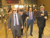 صور.. مساعد وزير الداخلية يقود جولة مفاجئة بالمترو والسكة الحديد