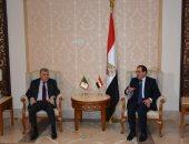 وزير البترول يبحث مع نظيره الجزائرى إمكانية إقامة شركة مشتركة بين الجانبين