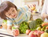 أكلك مسئول عن سعادتك..الوجبات السريعة والسكر يسببان الاكتئاب لطفلك