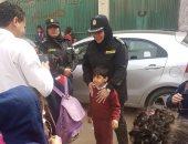 صور.. ضباط مكافحة العنف ضد المرأة يتفقدون محيط مدارس الجيزة لضبط المتحرشين