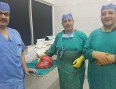 صور .. استئصال ورم خبيث يزن 10 كيلو من كلية مريض بمركز أورام طنطا
