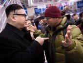 صور.. شبيه زعيم كوريا الشمالية يحضر منافسات الهوكى فى أولمبياد سول