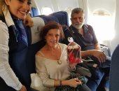 مكتب مصر للطيران فى انجامينا يقدم الهدايا للمسافرين احتفالا بعيد الحب