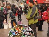 """""""الصين فى إجازة"""".. بكين تستقبل عام """"الكلب"""" بالثلوج والنار.. احتفاء شعبى بالصديق الوفى لمدة أسبوع.. 6.5 مليون صينى سيسافرون للخارج خلال عطلة عيد الربيع.. والعاصمة تشهد أضخم حركة تنقل داخلية للبشر حول العالم"""
