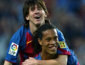 زى النهارده.. ميسي يسجل أول أهدافه مع برشلونة من صناعة رونالدينيو
