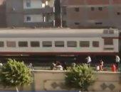 فيديو.. ركاب يرشقون قطار مكيف بالحجارة فى كفر الزيات بعد تخزين قطارهم المميز