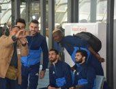 الجالية المصرية بزامبيا تلتقط السيلفى مع لاعبى المصرى