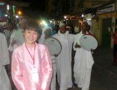 صور.. عروض مسائية بالسوق السياحية ضمن فعاليات مهرجان أسوان الدولى للفنون
