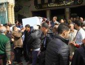 فيديو.. لحظة وصول جثمان الفنان محمد متولى لمسجد السيدة نفيسة