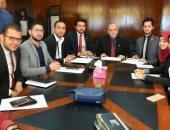 نائب رئيس جامعة مدينة السادات لشئون التعليم يناقش مع الطلاب رفع الغياب