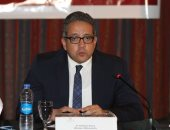 وزير الآثار يعقد اجتماعا مع قيادات الوزارة لمناقشة قرار نقل المنابر الأثرية