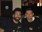 محمد صلاح يهرب من ضغوط المباريات مع ليفربول وينشر صورة له بأحد المطاعم