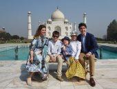 """رئيس وزراء كندا يحمل طفله ويلتقط صوراً تذكارية فى ضريح """"تاج محل"""""""