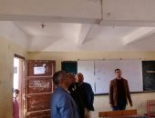 """صور.. مدير """"تعليم القليوبية"""" يتفقد مدرسة عبدالستار خضر المهددة بالانهيار"""