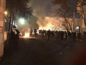 صور.. مقتل 3 ضباط فى اشتباكات بين الشرطة الإيرانية ومحتجين بطهران