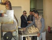 رئيس مدينة أبورديس يتابع جودة الرغيف بمخبز الحراسات المشددة