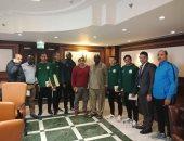 المقاصة بالأخضر وجينيريشن السنغالى يرتدى العنابى