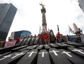 صور.. وقفة بالتوابيت فى المكسيك لإحياء ذكرى مقتل 65 شخصا بمنجم للفحم