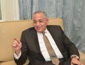 رئيس هيئة التنمية الصناعية يتسلم جائزة الشخصية الأكثر تأثيرا بالاقتصاد المصرى