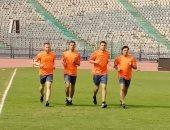 حكام مباراة المقاصة وجينيريشن يتفقدون ملعب استاد القاهرة