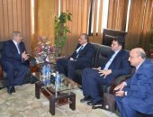 صور.. تفاصيل زيارة نقيب الصحفيين للإسماعيلية ولقائه المحافظ