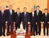 صور.. رئيس كوريا الجنوبية يلتقى وفد أولمبى روسى يشارك بدورة الألعاب الشتوية