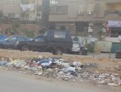 قارئ يشكو تراكم القمامة بشارع حافظ رمضان فى مدينة نصر