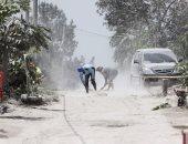 إصابة 30 شخصا جراء انبعاث غاز سام من بركان بإندونيسيا