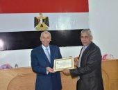 فيديو وصور.. محافظ أسوان يكرم المشاركين فى تطوير مدينة أبوسمبل