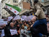 صور.. مظاهرات أمام السفارة الروسية بتركيا للتنديد بأعمال العنف فى الغوطة