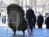 بوتين يضع إكليلا من الزهور على قبر الجندى المجهول بمناسبة عيد حماة الوطن
