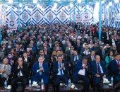 """صور.. مئات المواطنين يرفعون صور الرئيس السيسي و""""علم مصر"""" فى مؤتمر حزب الحرية"""