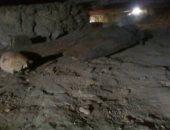 صور.. شاهد محتويات المقابر الأثرية المكتشفة بتونا الجبل فى المنيا