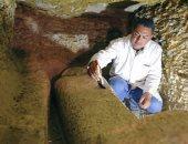 """""""رويترز"""" تبرز صور اكتشاف 8 مقابر فرعونية و1000 تمثال فى بالمنيا"""