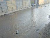 صور.. انفجار ماسورة مياه يغرق شارع جسر السويس فى اتجاه الألف مسكن