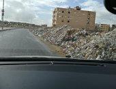 صور.. انتشار مخلفات البناء والقمامة على جانبى الطرق بـ6 أكتوبر