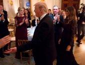 صور.. ترامب وميلانيا يقيمان حفل عشاء لأعضاء جمعية المحافظين الوطنيين