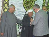 صور .. محافظ المنيا يقدم واجب العزاء لأسرة شهيد سيناء
