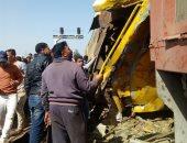 محافظ البحيرة ومسئولو الرقابة الإدارية ينتقلون لموقع حادث قطارى البحيرة