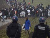 صور.. اشتباكات بين الشرطة الفرنسية ومناهضى دفن النفايات النووية شرق البلاد
