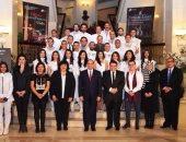 """الرئيس السيسى ينشر صورة تجمعه بأبطال """"سلم نفسك"""".. ويؤكد: تابعتهم بفخر"""