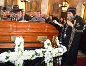 محافظ سوهاج يصل الكنيسة البطرسية لحضور جنازة أسقف طما (صور)