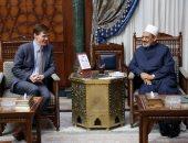 سفير بريطانيا يهنئ الإمام الأكبر بانتهاء ترميمات الجامع الأزهر