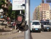 قارئ يشكو كسر إشارة مرور مدخل الهانوفيل بالعجمى